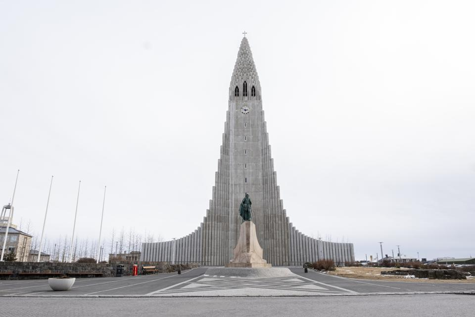 Coronavirus precautions in Iceland COVID-19 Hallgrimskirkja church tourism