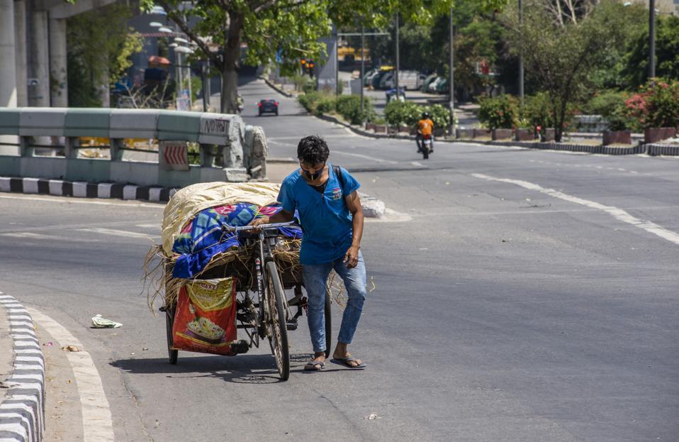 India coronavirus lockdown no cars on roads, less pollution in skies New Delhi