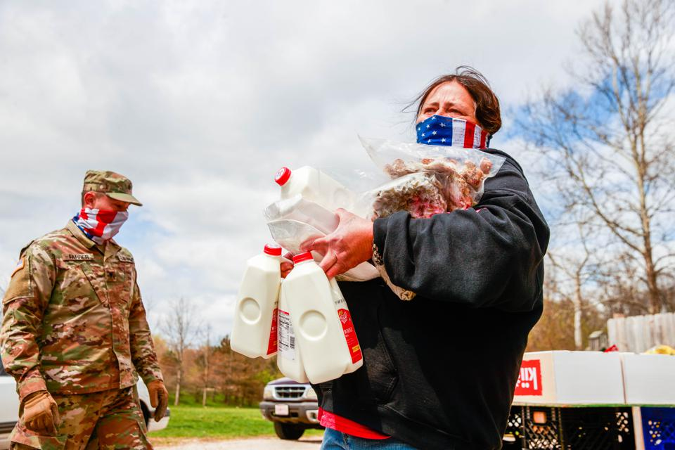 Indiana National Guard Distribute food in Ellettsville, US