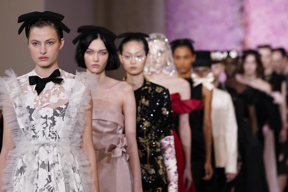 Giambattista Valli : Runway - Paris Fashion Week Womenswear Fall/Winter 2020/2021