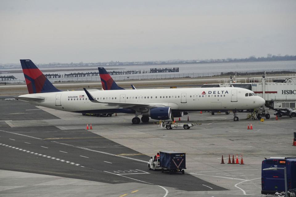 Delta airlines offers airfare price deals on US Europe flights coronavirus