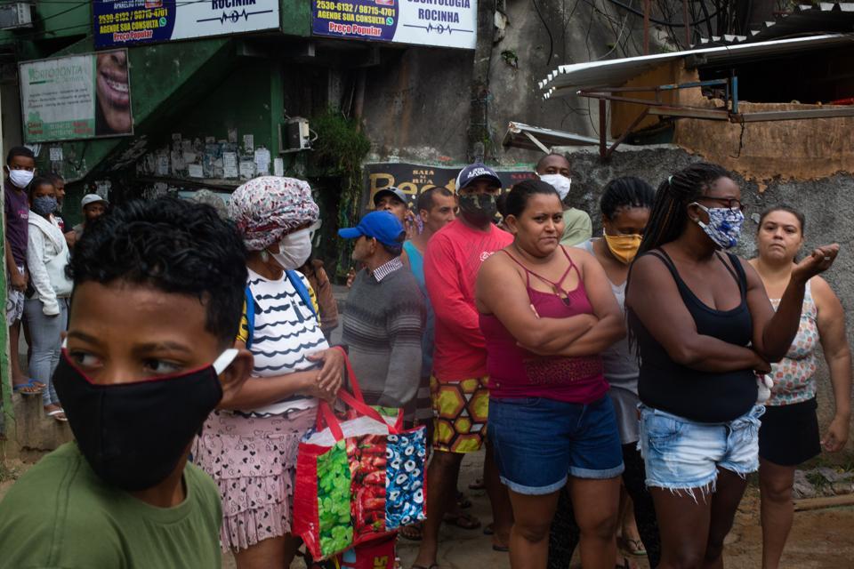Kuranyis favela aid in Rio