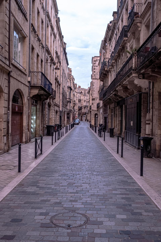Empty street in Bordeuax city (photo Fabien Pallueau)