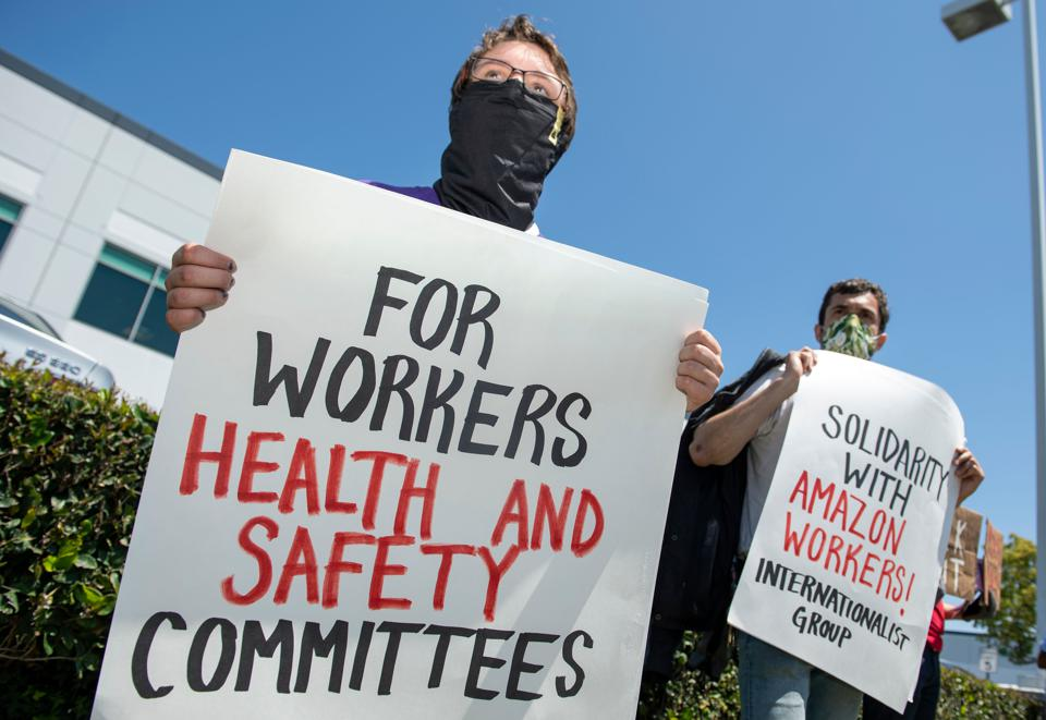 U.S. employees of Amazon, its supermarket subsidiary Whole Foods and supermarket delivery services were called to strike on May 1, taking advantage of May 1 to denounce employers accused of not sufficiently protecting them in the face of the pandemic. (Photo by VALERIE MACON / AFP) (Photo by VALERIE MACON/AFP via Getty Images)