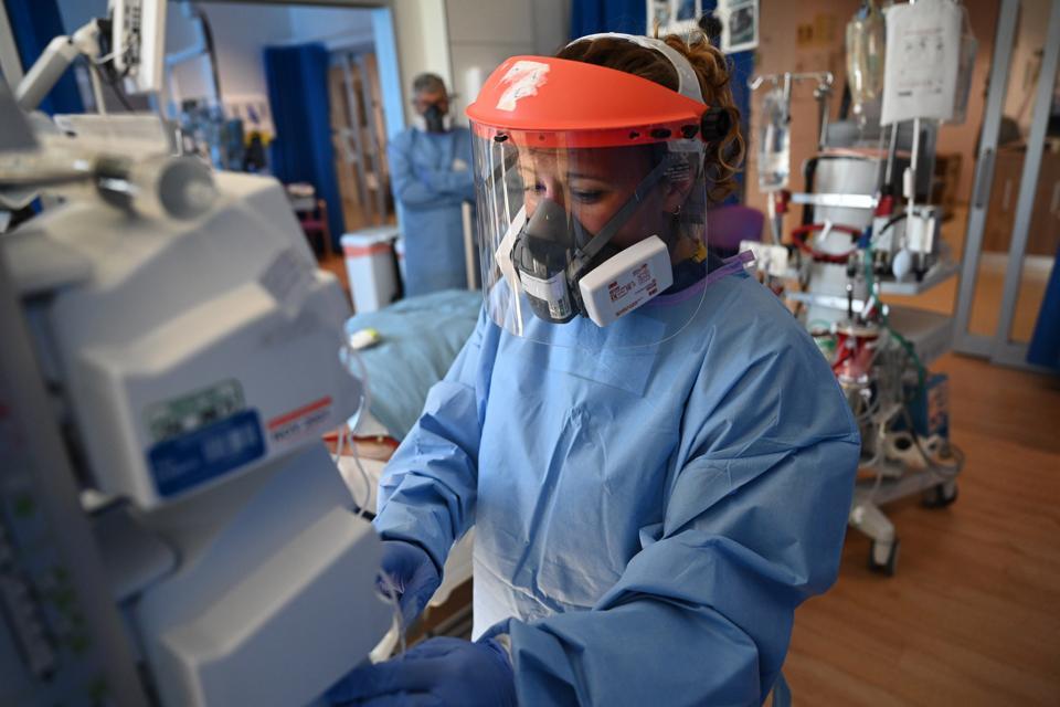BRITAIN-HEALTH-VIRUS-HOSPITAL-PPE