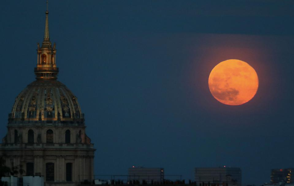The Final Supermoon Of The Year Rises Over Europe