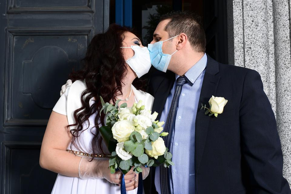 ITALY-HEALTH-VIRUS-WEDDING