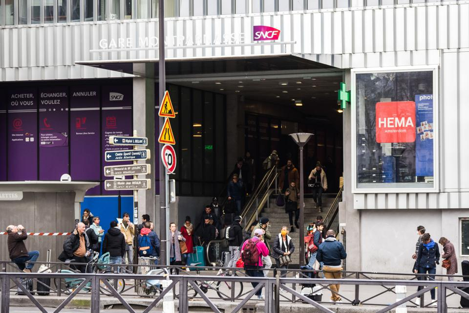 Paris Montparnasse Exodus Parisians take trains to escape coronavirus lockdown