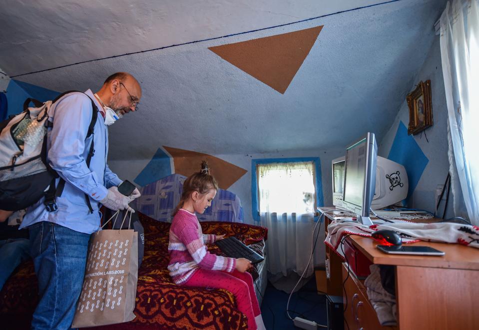 ROMANIA-HEALTH-VIRUS-EDUCATION