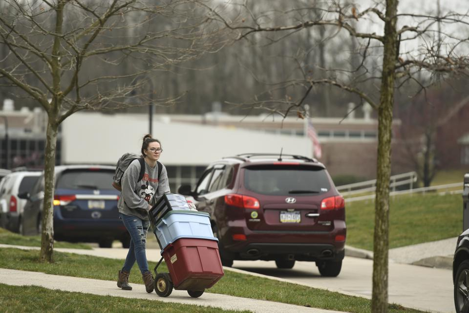 Students Move Out Of Kutztown University Amid Coronavirus Concerns″n