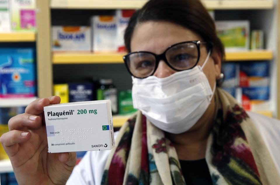A pharmacy worker with hydroxychloroquine (marketed under the name Plaquenil) on March 25, 2020 in Paris, France.