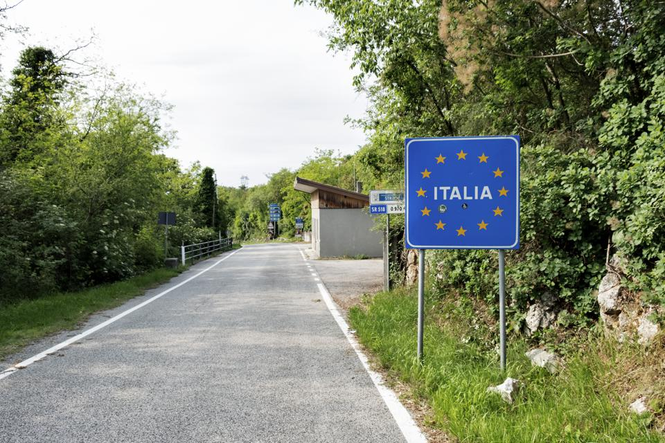 Italy borders European tourists U.S. international tourists