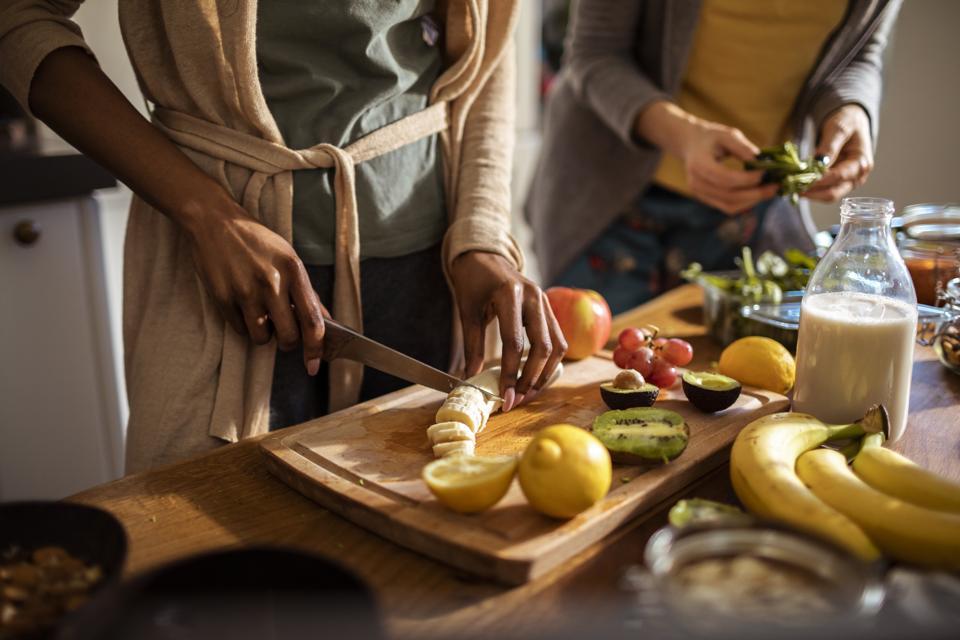 Amici che fanno un pasto sano