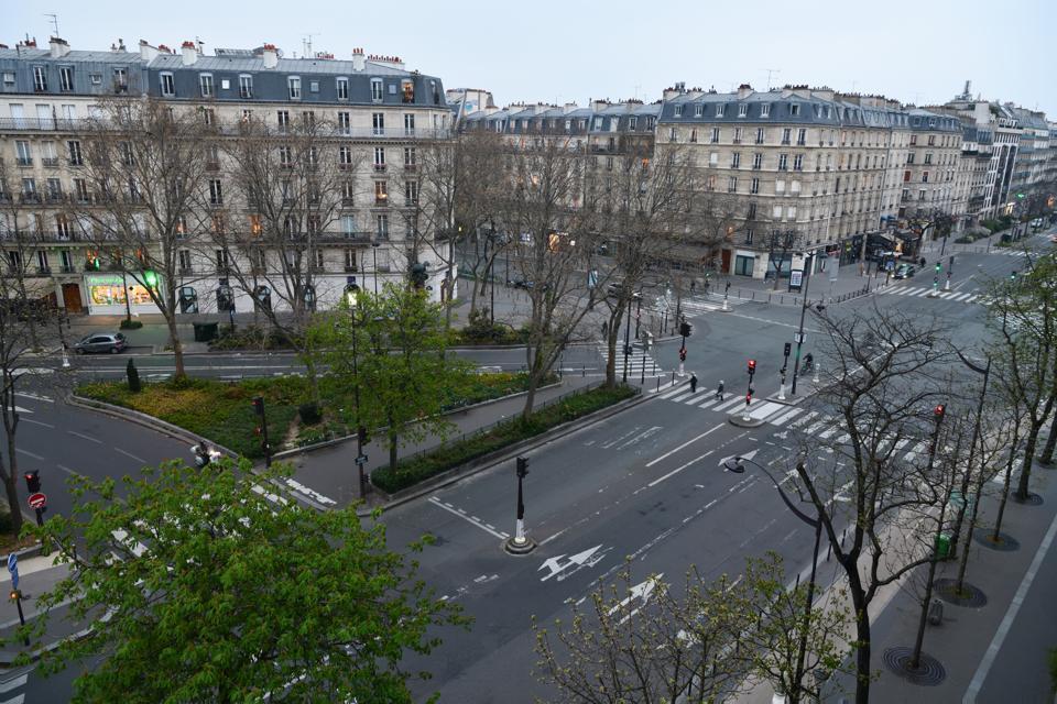 Paris coronavirus lockdown empty streets avenues