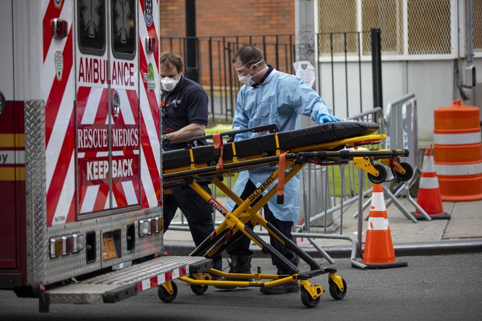 Équipe de médecine d'urgence au Elmhurst Hospital Centre