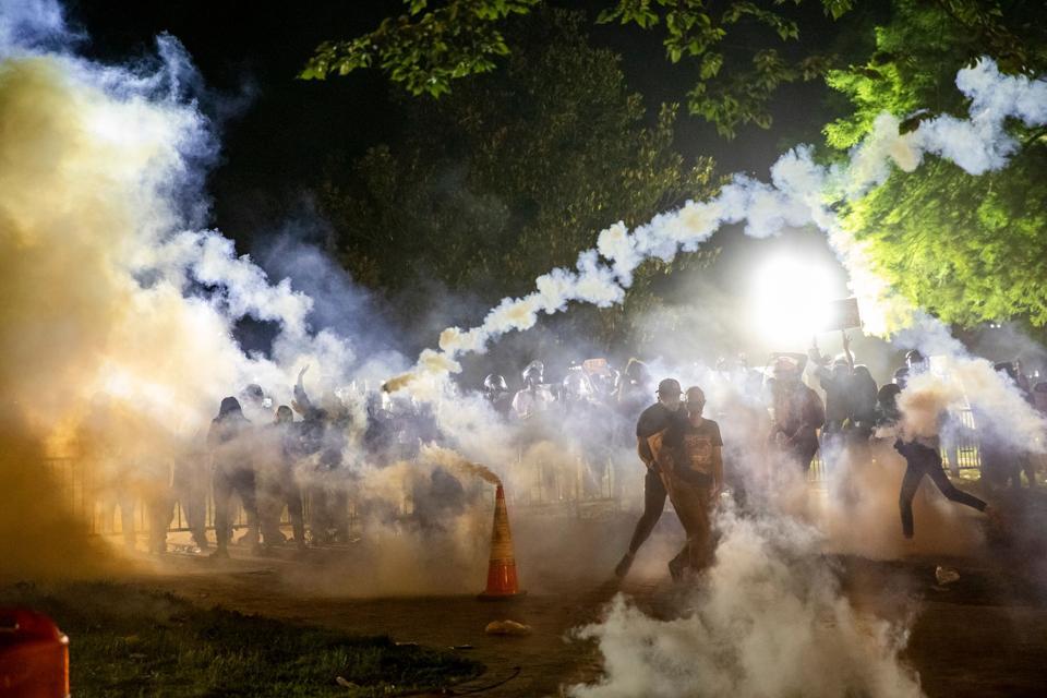 TOPSHOT-US-POLICE-RACE-UNREST-DEMONSTRATION-minorities-politics