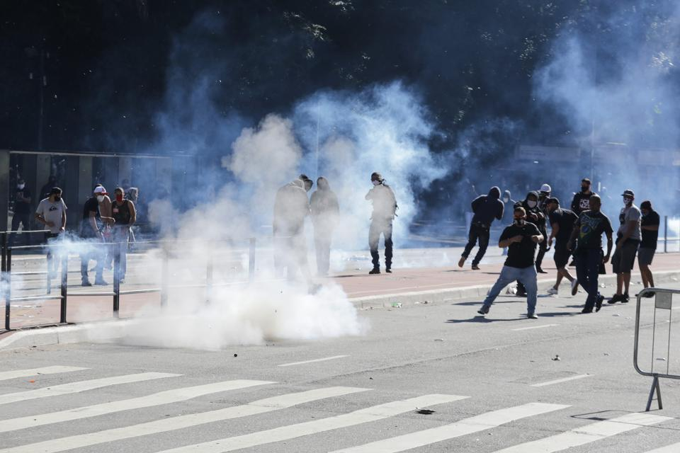 """Federal Judge Limits Police Use Of Force Against Protesters Holding: """"Property Damage Is A Small Price To Pay For Constitutional Rights"""""""