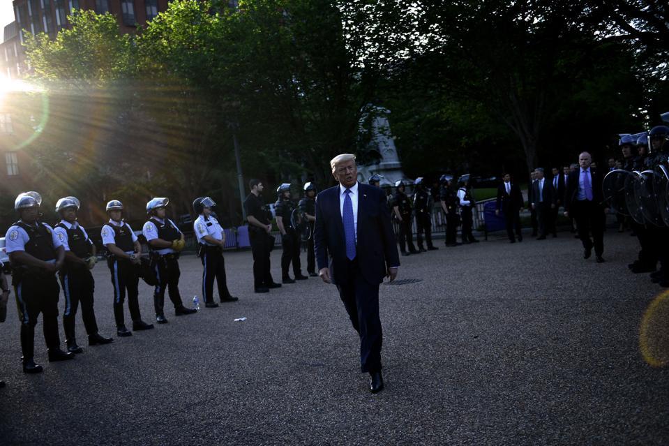 Donald Trump, Antifa, bitcoin, image