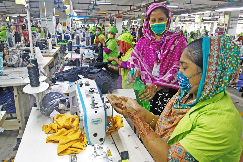 BANGLADESH-DHAKA-GARMENT-PRODUCTION