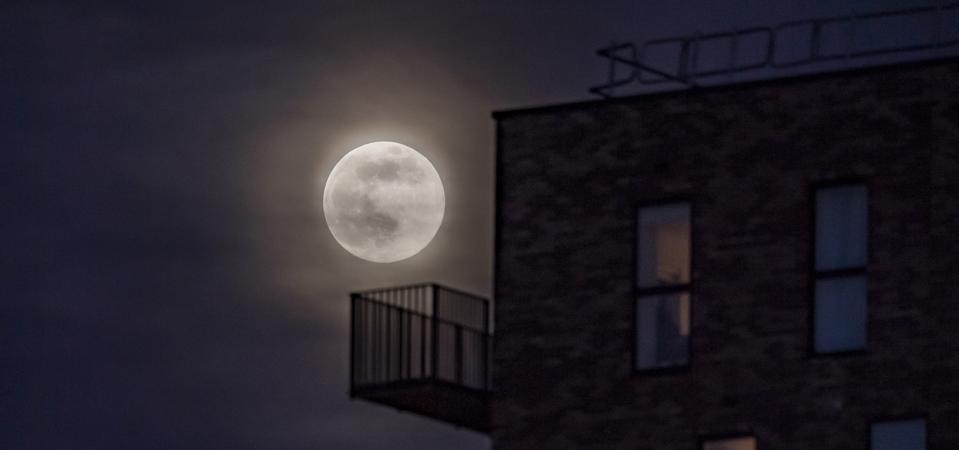 Super Pink Moon Rises Over UK
