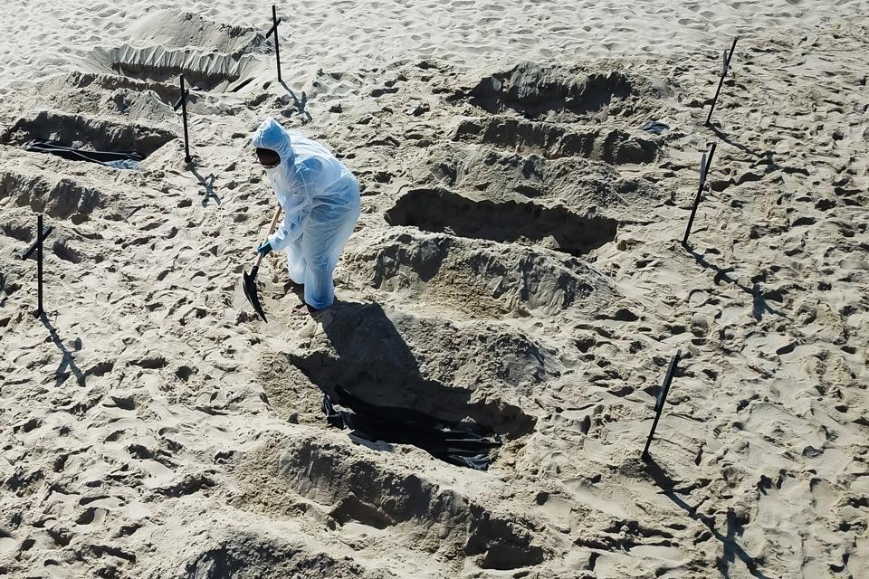 NGO Digs Symbolic Graves in the Sand in Copacabana Beach to Protest Against the Federal Government's Actions During the Coronavirus (COVID-19) Pandemic
