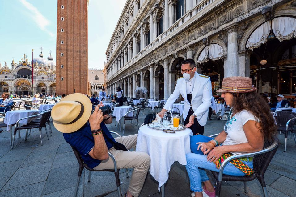 TOPSHOT-ITALY-HEALTH-VIRUS-LIFESTYLE-TOURISM-VENICE