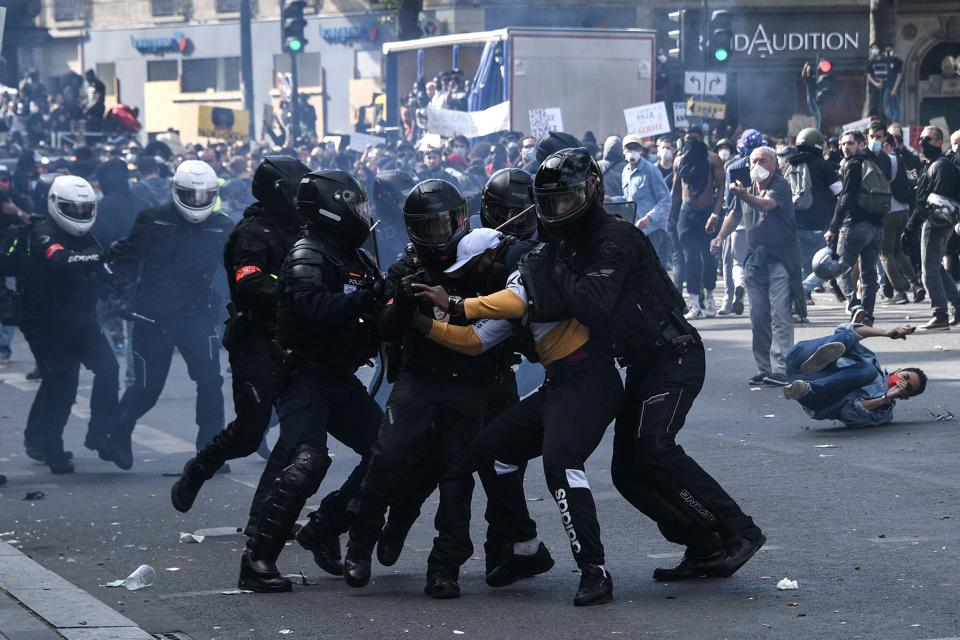 TOPSHOT-FRANCE-POLITICS-RACISM-POLICE-PROTEST