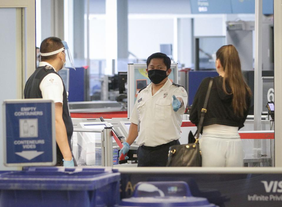 CANADA-VANCOUVER-COVID-19-AIRPORT-NEW MEASURES Travel ban for foreign travelers in Canada