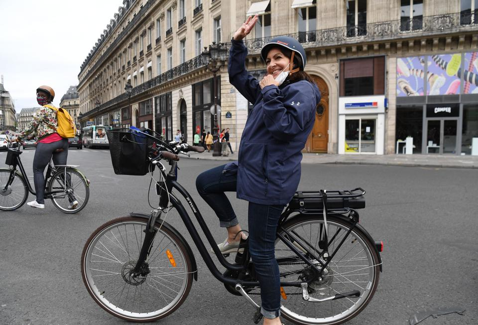 """Paris Mayor: """"Forget Crossing Through The City By Car"""""""