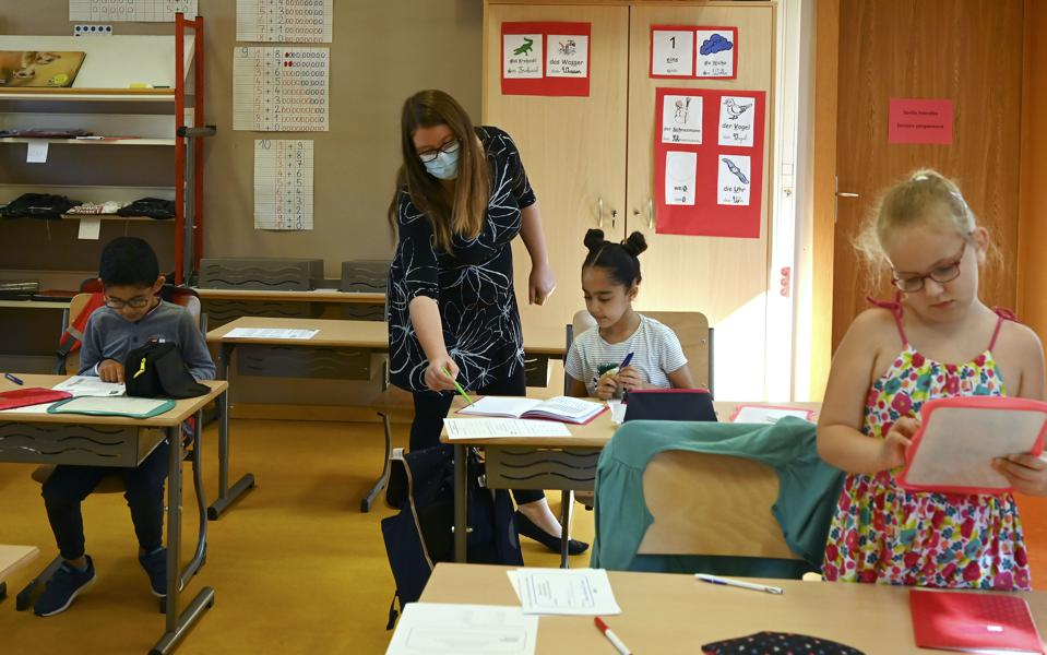 FRANCE-HEALTH-VIRUS-SCHOOL-EDUCATION