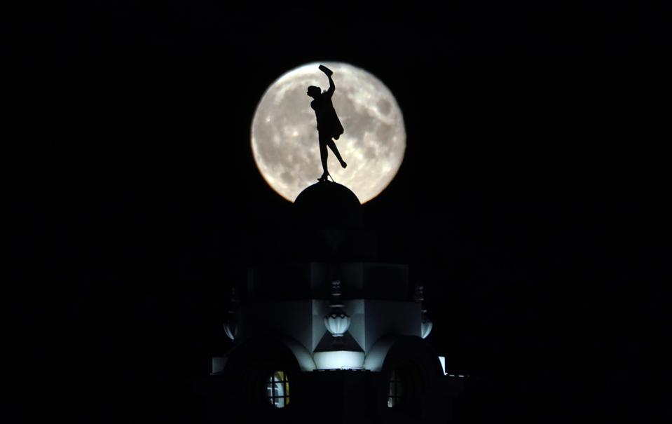 full moon over dancing lady