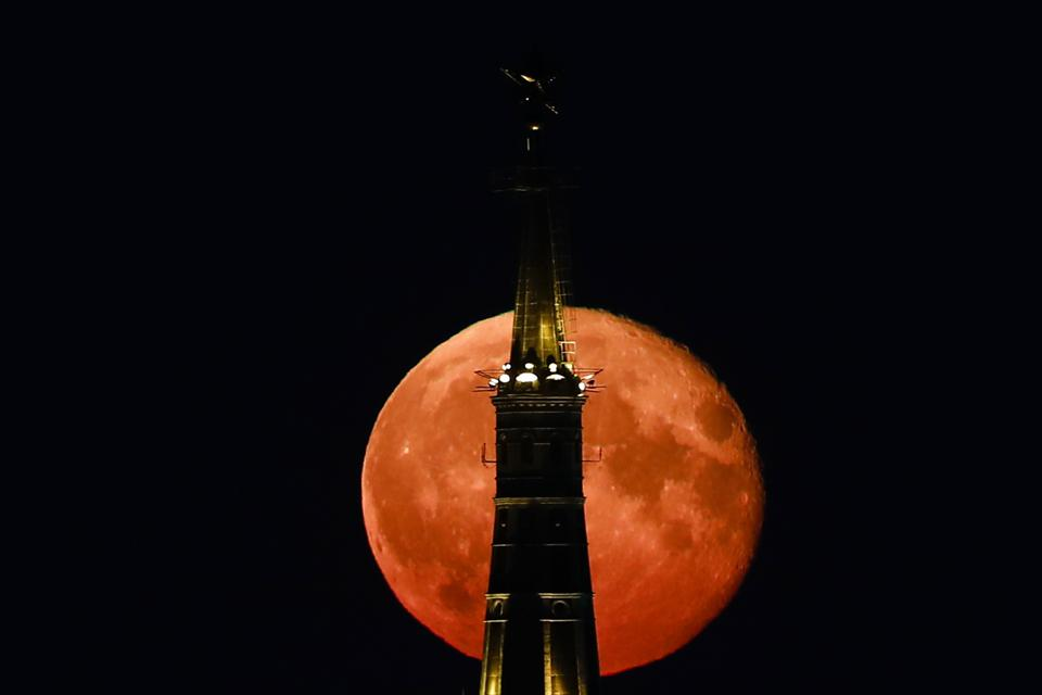 Full moon over Moscow