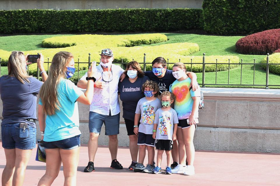 US-HEALTH-VIRUS-ENTERTAINMENT-DISNEY-TOURISM