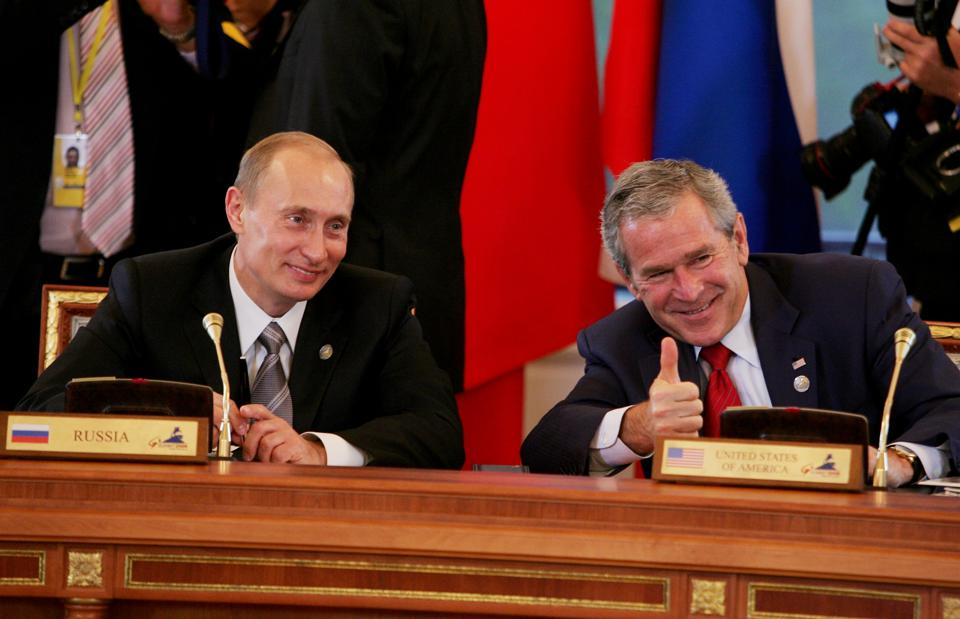 Working Meeting Of G8 Leaders, Invited Leaders And Heads Of International Organisations During The Saint Petersburg G8 Summit In Saint Petersburg, Russia On July 17, 2006.