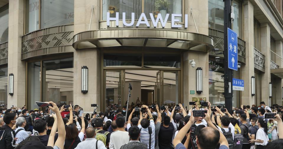 New Huawei Global Flagship Store Opens In Shanghai