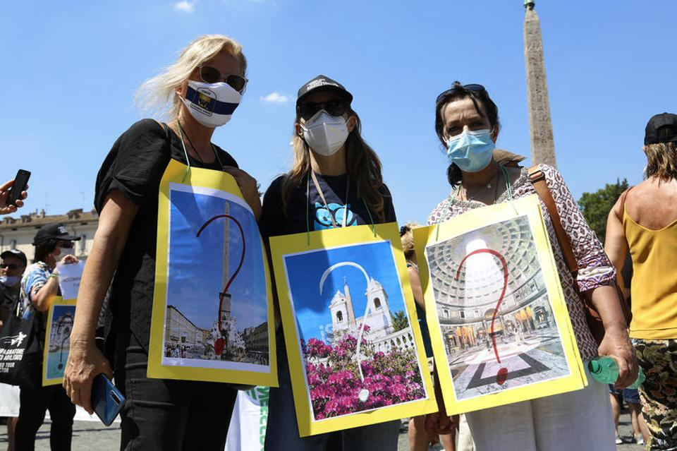 Italy protest by tourism sector workers due to lack of tourists no Americans EU travel ban
