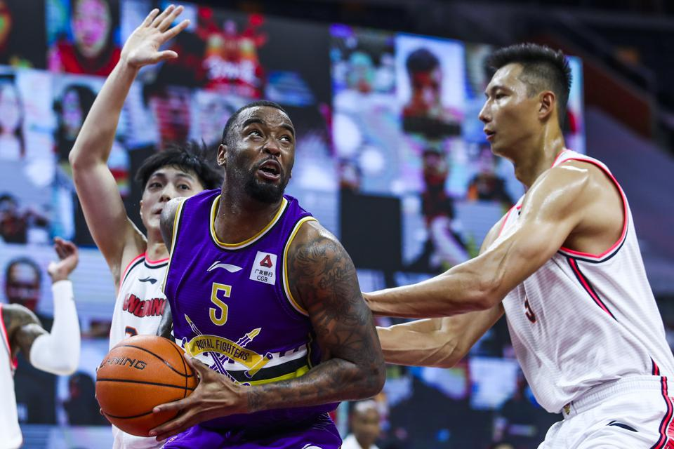 2019/2020 CBA League - Guangdong Southern Tigers v Beikong Royal Fighters