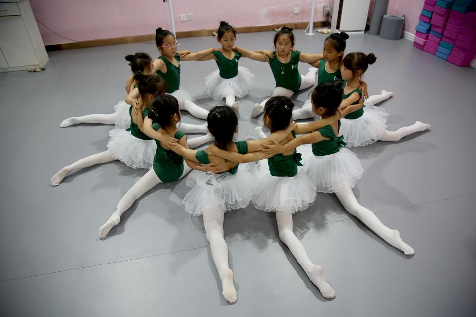 Children Learn Dance During Summer Vacation In Lianyungang