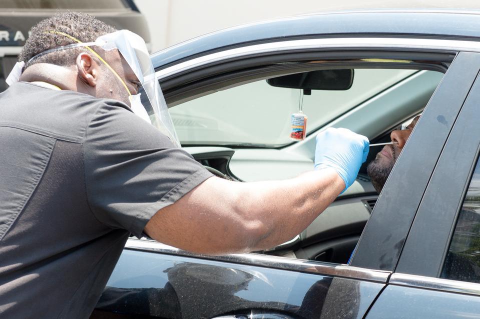 Bravo TV's Dr. Heavenly & Dr. Damon Kimes Attend Mobile COVID-19 Testing Drive