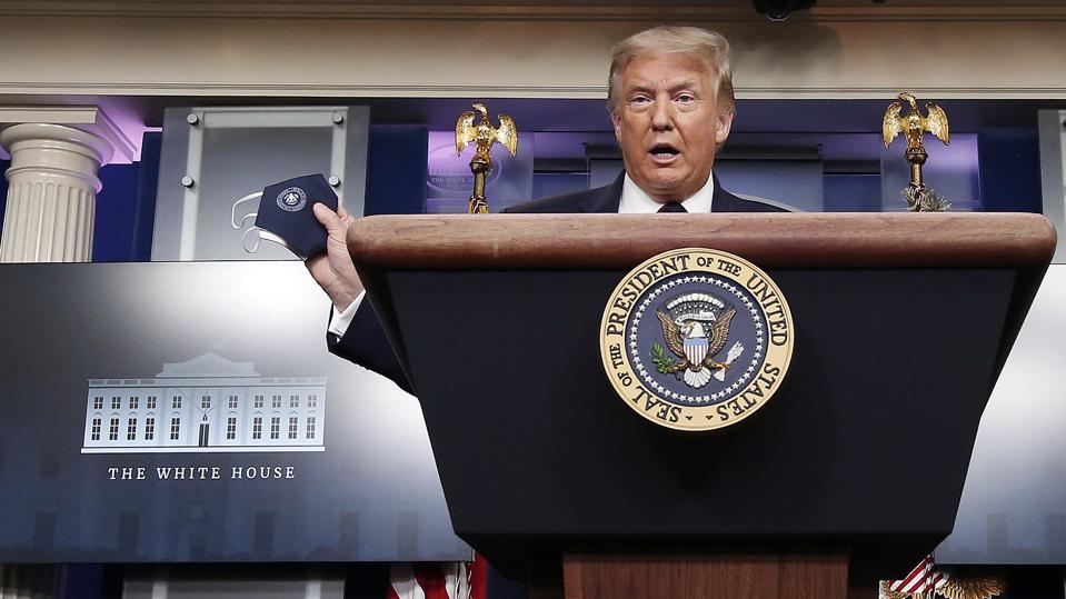 Il presidente Donald Trump tiene una conferenza stampa alla Casa Bianca