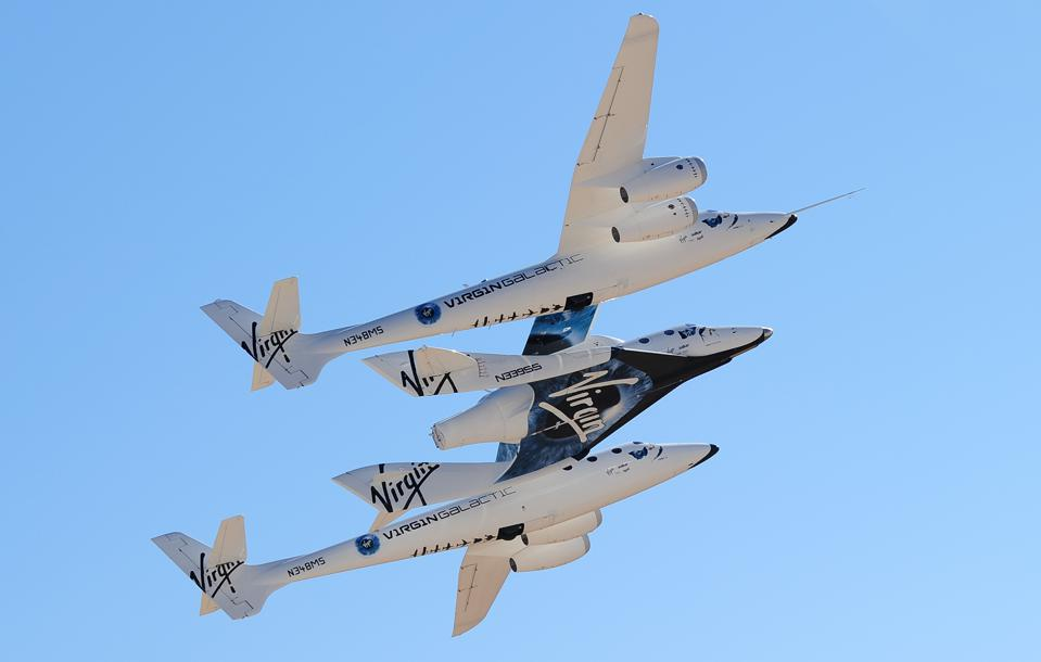 WhiteKnightTwo, carrying SpaceShipTwo, t