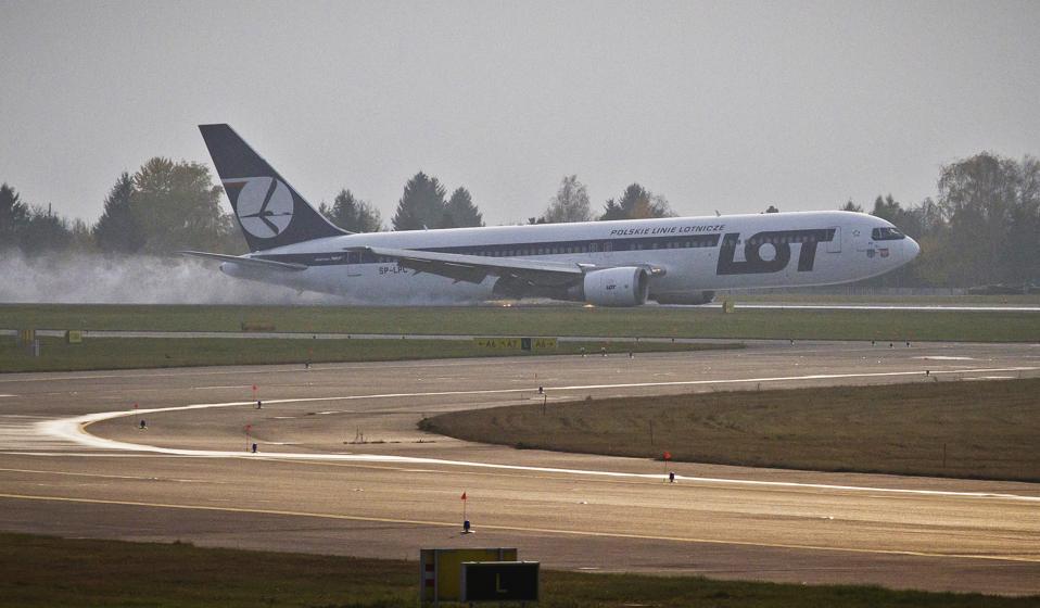 A LOT Polish airlines Boeing 767 crash l