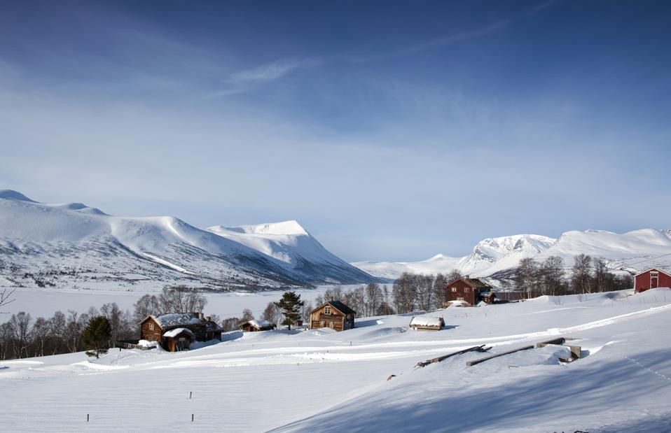 Skiers in winter Gjetingsdalen, Oppdal, Norway.
