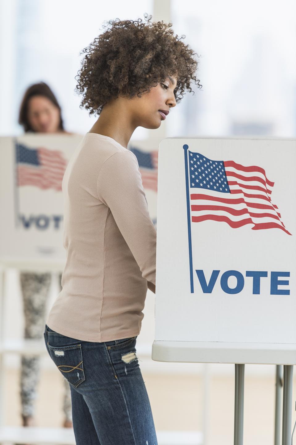USA, New Jersey, Jersey City, kvinde i stemmerum