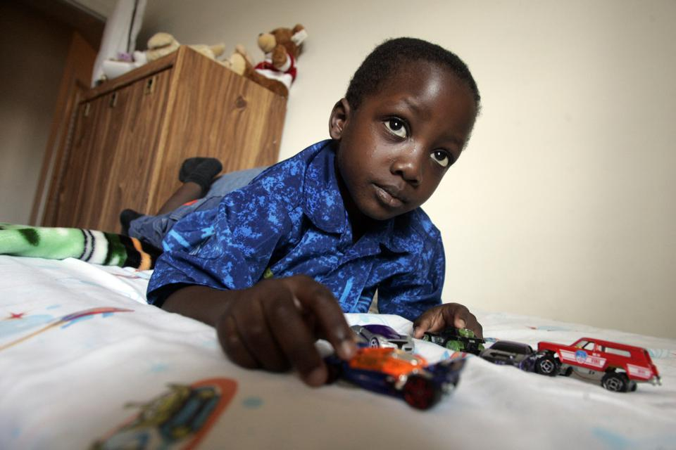 9/09/05-SICKLE-Isaiah Adeshigbin is a four-year-old boy has sickle cell disease, an inherited blood