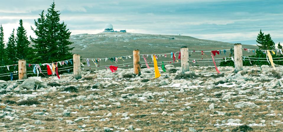 The ancient Medicine Wheel in Wyoming, which has been dated to pre-Columbian times and continues to be visited by Native Americans who leave offerings in its rope fence, is at an elevation of 10,000 feet on Medicine Peak in the Big Horns Mountains of Wyoming. There are alignments of cairns at the summer solstice and at the heliacal rising of Aldebaran, Rigel and Sirius