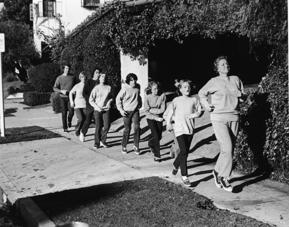 'The Brady Bunch' Goes Jogging.