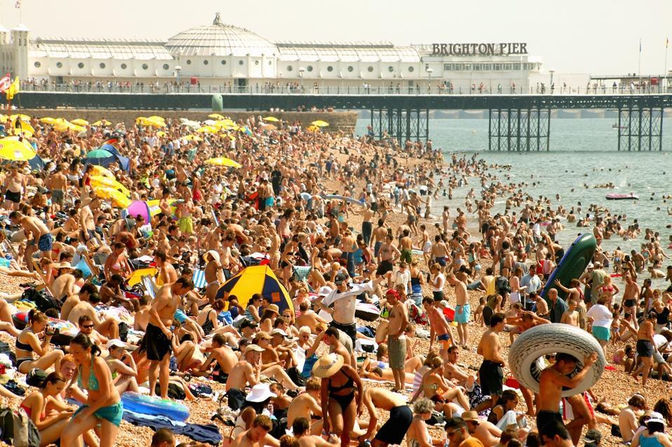 England, Brighton, crowded beach, summer