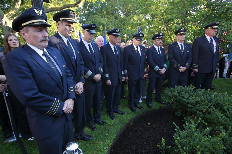 Senior U.S. airline pilots facing key early retirement decisions