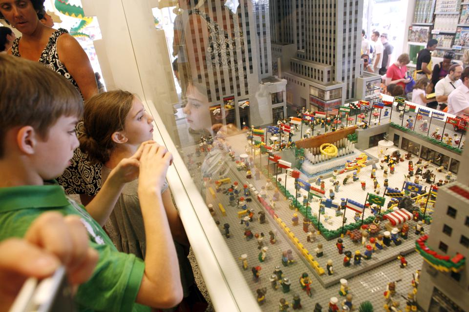 Record Breaking LEGO Build of the Big Apple